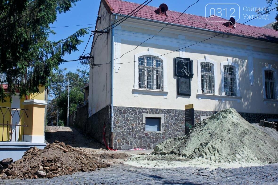 Шлях у один кінець: як в Ужгороді капітально ремонтують Замкові сходи - фоторепортаж, фото-2