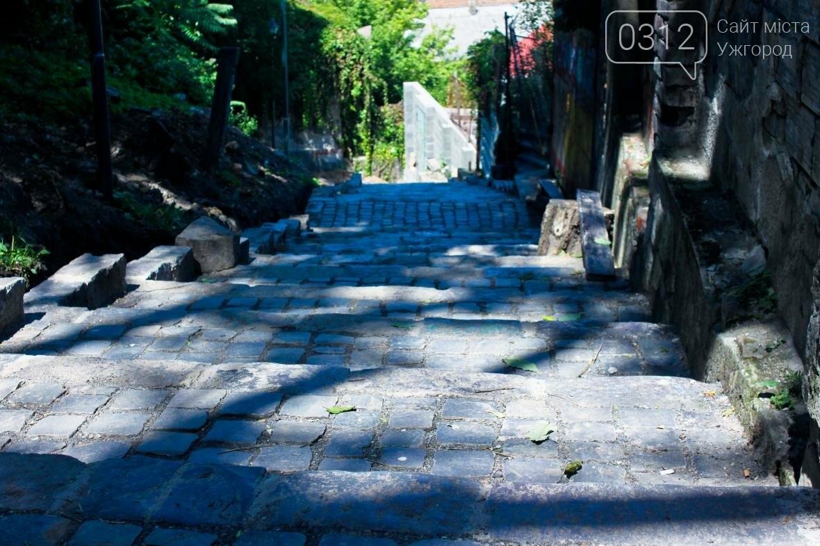 Шлях у один кінець: як в Ужгороді капітально ремонтують Замкові сходи - фоторепортаж, фото-15