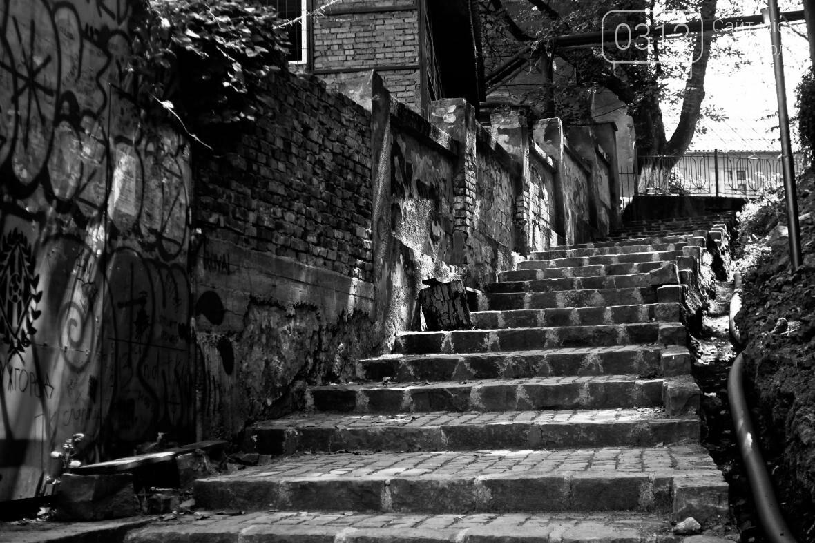 Шлях у один кінець: як в Ужгороді капітально ремонтують Замкові сходи - фоторепортаж, фото-1