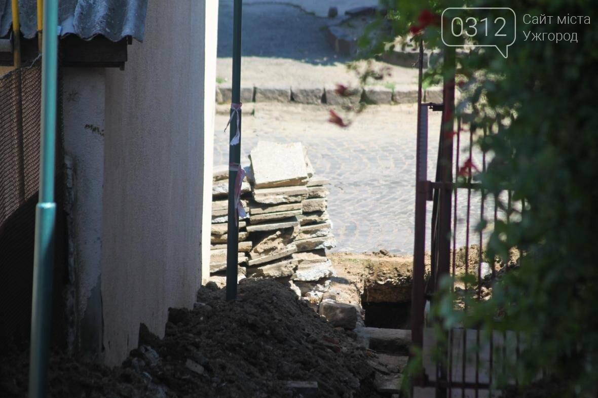 Шлях у один кінець: як в Ужгороді капітально ремонтують Замкові сходи - фоторепортаж, фото-10
