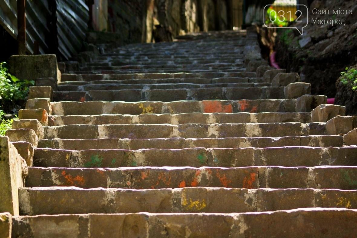 Шлях у один кінець: як в Ужгороді капітально ремонтують Замкові сходи - фоторепортаж, фото-17