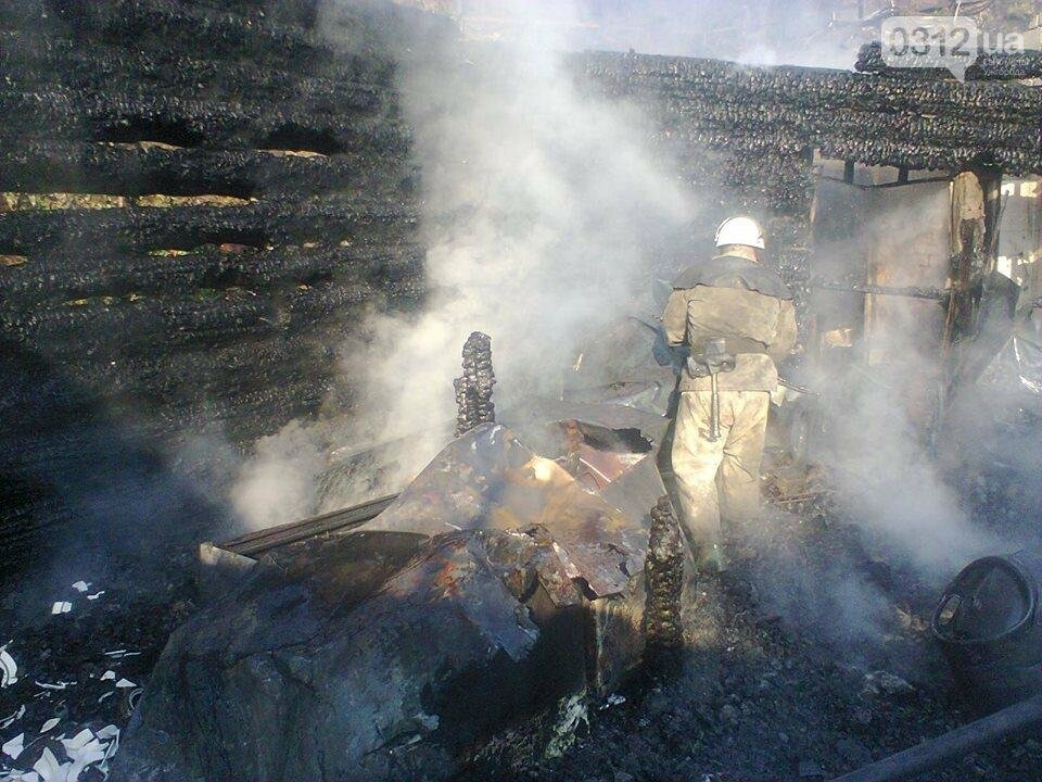 У селі Ужок пожежу гасили 17 рятувальників - ресторан згорів повністю: фото, фото-1