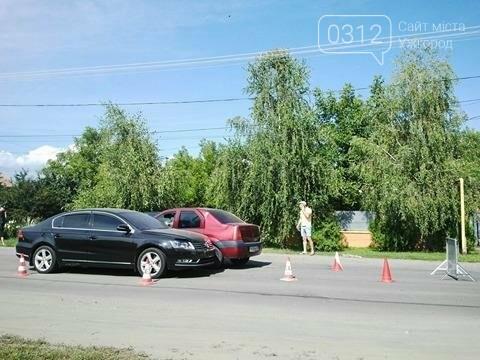 """В Ужгороді на Гагаріна зіткнулись """"Фольксваген"""" та """"Дачія"""": фото, фото-1"""
