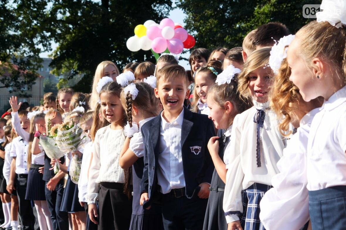 День знань  в ужгородській ЗОШ №3: без позіхань, зате із бабою Ягою (ФОТОРЕПОРТАЖ), фото-3