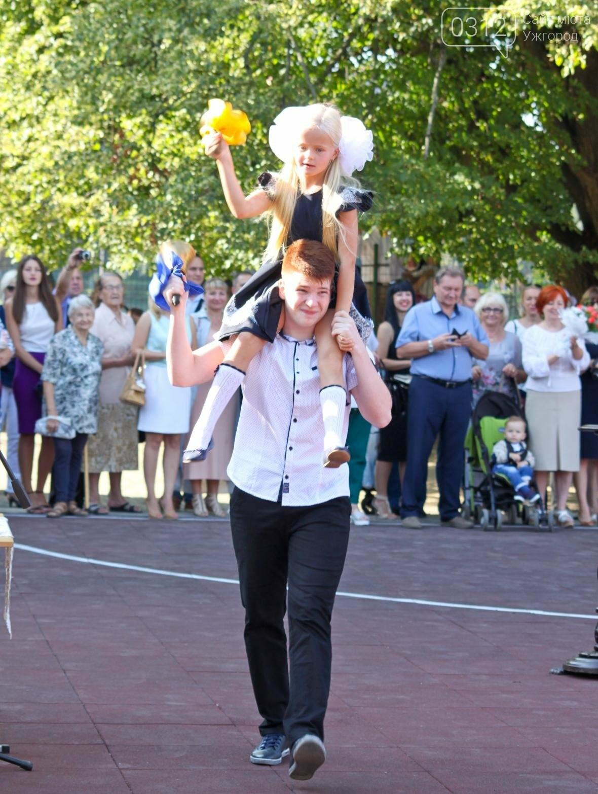 День знань  в ужгородській ЗОШ №3: без позіхань, зате із бабою Ягою (ФОТОРЕПОРТАЖ), фото-8