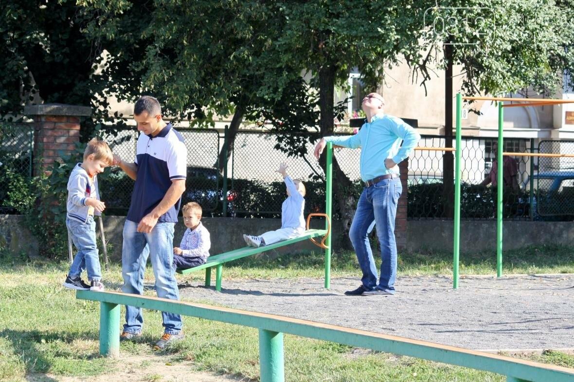 День знань  в ужгородській ЗОШ №3: без позіхань, зате із бабою Ягою (ФОТОРЕПОРТАЖ), фото-9