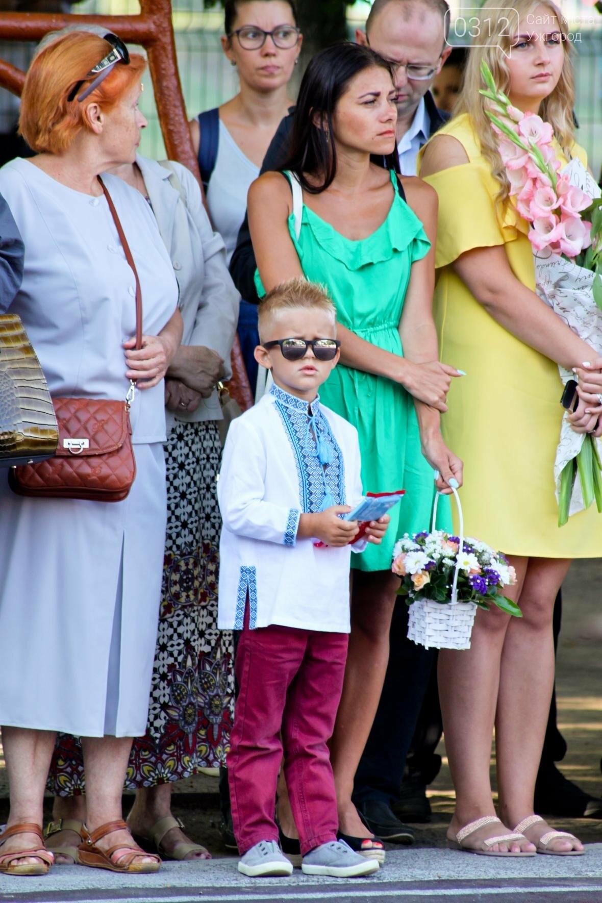 День знань  в ужгородській ЗОШ №3: без позіхань, зате із бабою Ягою (ФОТОРЕПОРТАЖ), фото-14