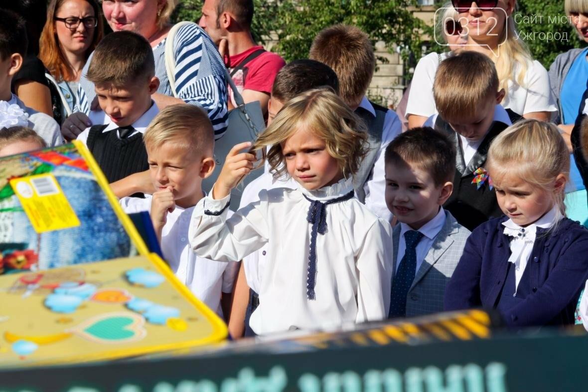 День знань  в ужгородській ЗОШ №3: без позіхань, зате із бабою Ягою (ФОТОРЕПОРТАЖ), фото-18