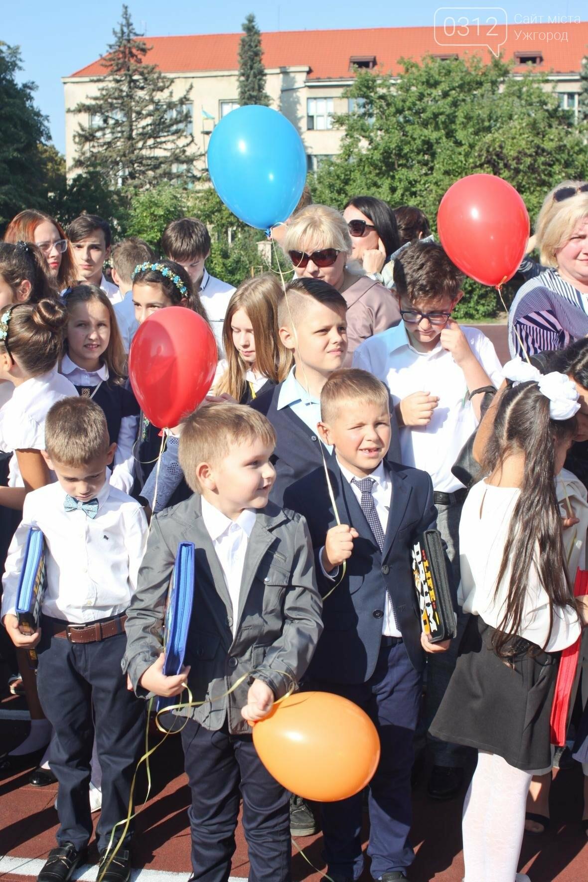 День знань  в ужгородській ЗОШ №3: без позіхань, зате із бабою Ягою (ФОТОРЕПОРТАЖ), фото-25