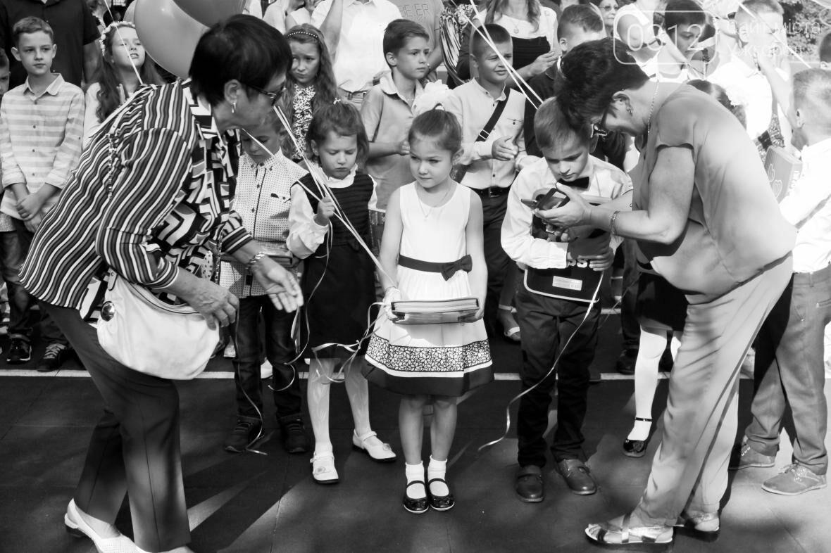 День знань  в ужгородській ЗОШ №3: без позіхань, зате із бабою Ягою (ФОТОРЕПОРТАЖ), фото-23