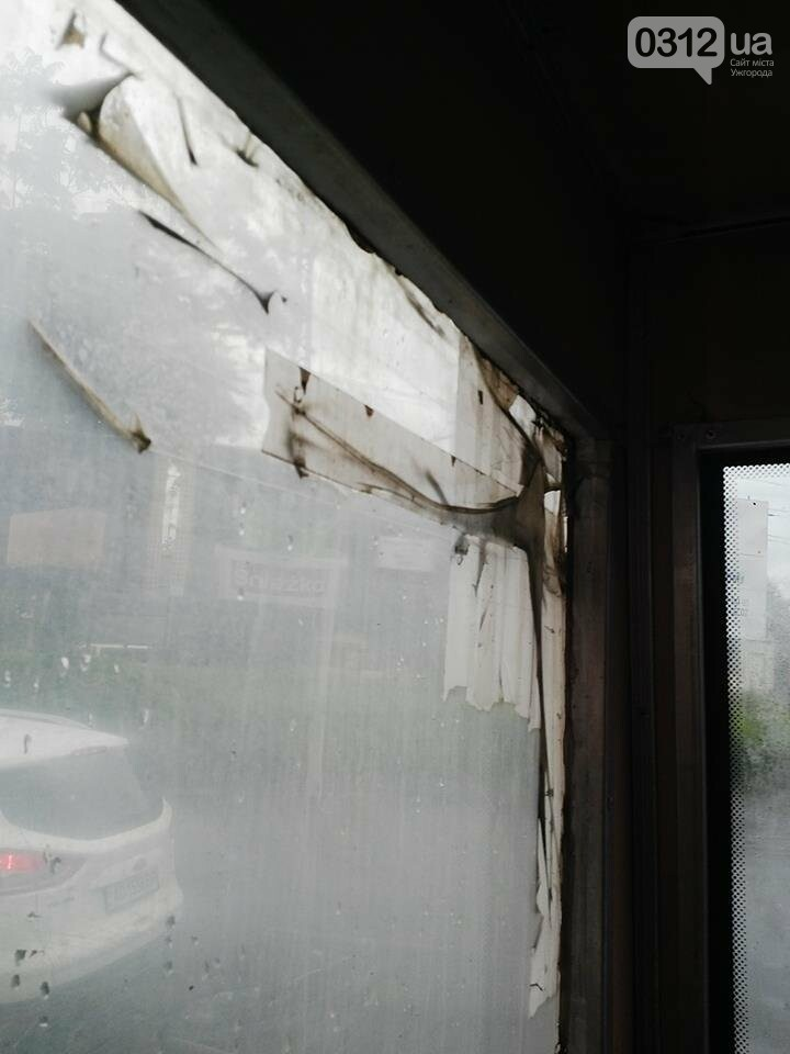 Скотч не допомагає: в ужгородській маршрутці №21 на брудні сидіння пасажирів капає вода (ФОТО), фото-3
