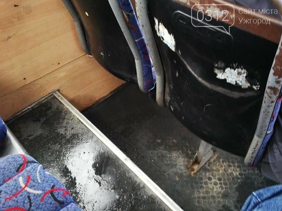 Скотч не допомагає: в ужгородській маршрутці №21 на брудні сидіння пасажирів капає вода (ФОТО), фото-6