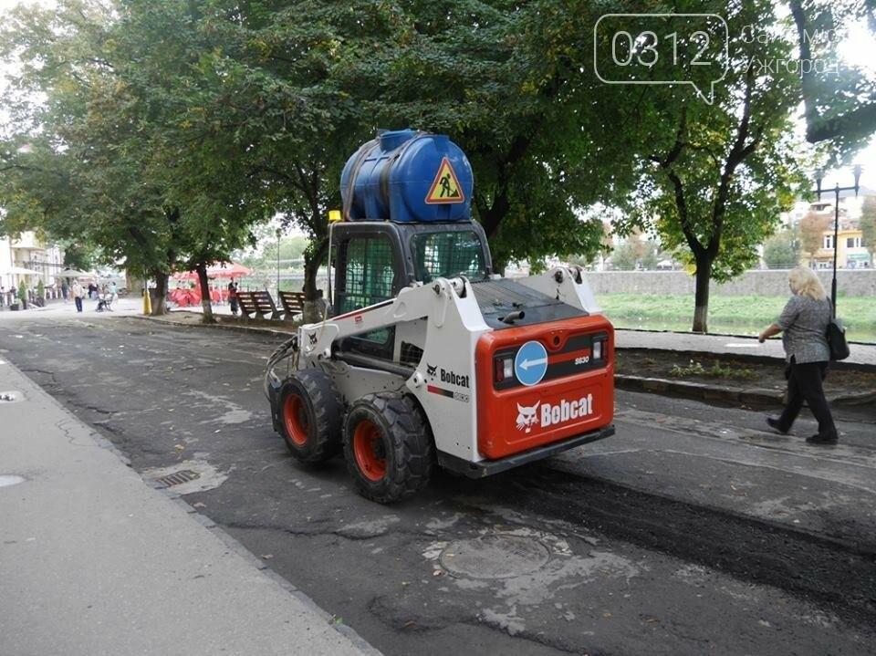 """В Ужгороді мерія похвалилася """"дивним"""" ремонтом набережної Незалежності: фото, фото-4"""