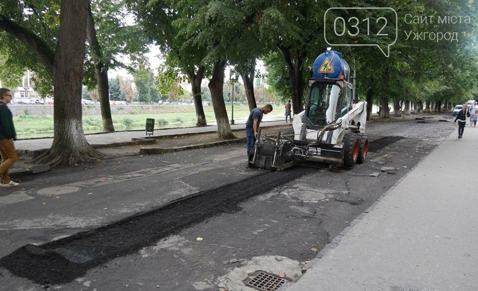 """В Ужгороді мерія похвалилася """"дивним"""" ремонтом набережної Незалежності: фото, фото-2"""
