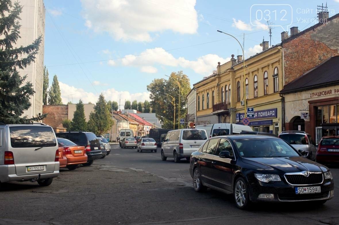 Перекрили, а ремонт не почали: Петефі без автомобілів та з людьми на дорозі (ФОТОРЕПОРТАЖ), фото-13