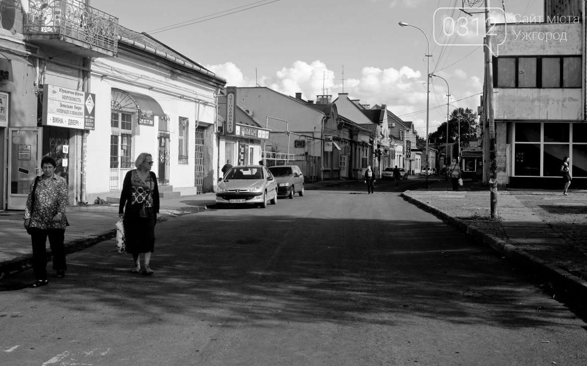 Перекрили, а ремонт не почали: Петефі без автомобілів та з людьми на дорозі (ФОТОРЕПОРТАЖ), фото-11