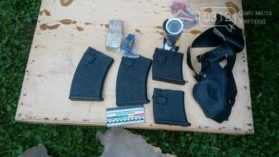 Обшуки у виноградівського бандита: вилучено балаклави, зброю і наркотики (ФОТО), фото-2