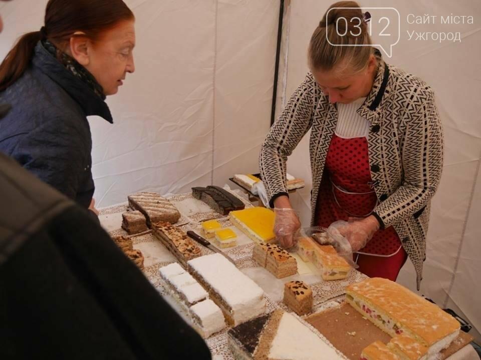 Мармелад, карамель і цукерки - в Ужгороді вулиця Волошина стала Солодкою: фоторепортаж, фото-2