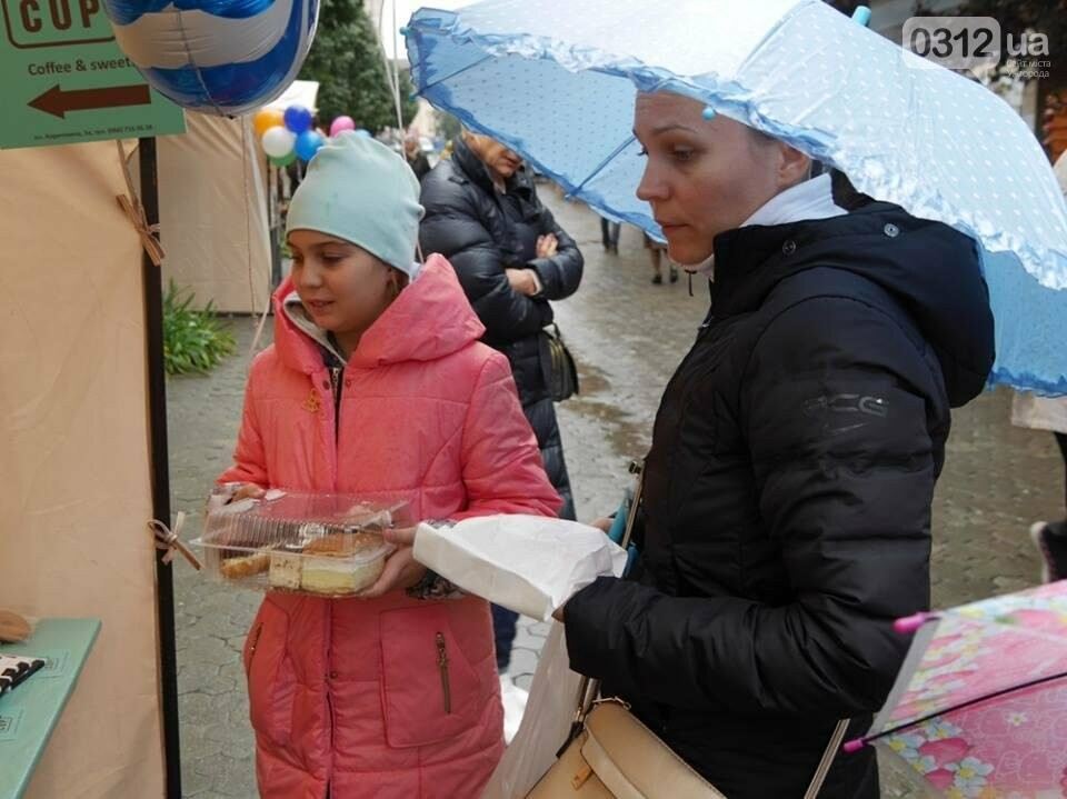 Мармелад, карамель і цукерки - в Ужгороді вулиця Волошина стала Солодкою: фоторепортаж, фото-8
