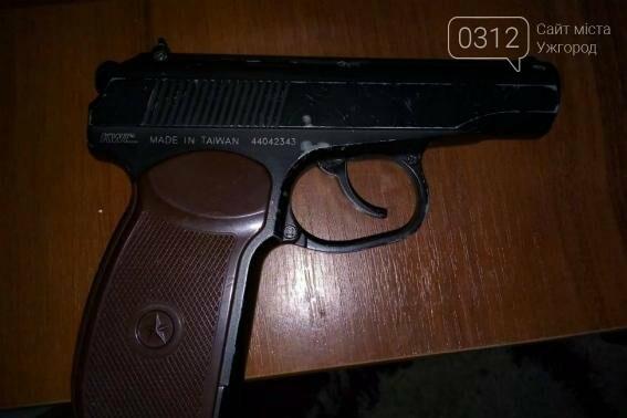 Обшуки у наркоманів Ужгорода: метамфетамін, марихуана і пістолет (ФОТО) , фото-1