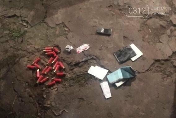 П'яний закарпатець розгулював селом з двома ножами та патронами: фото, фото-1