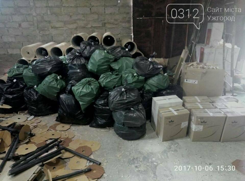 Обшуки на складі в Ужгороді: на вулиці Болгарській 45 000 пачок цигарок сховали в асбестові труби (ФОТО), фото-2