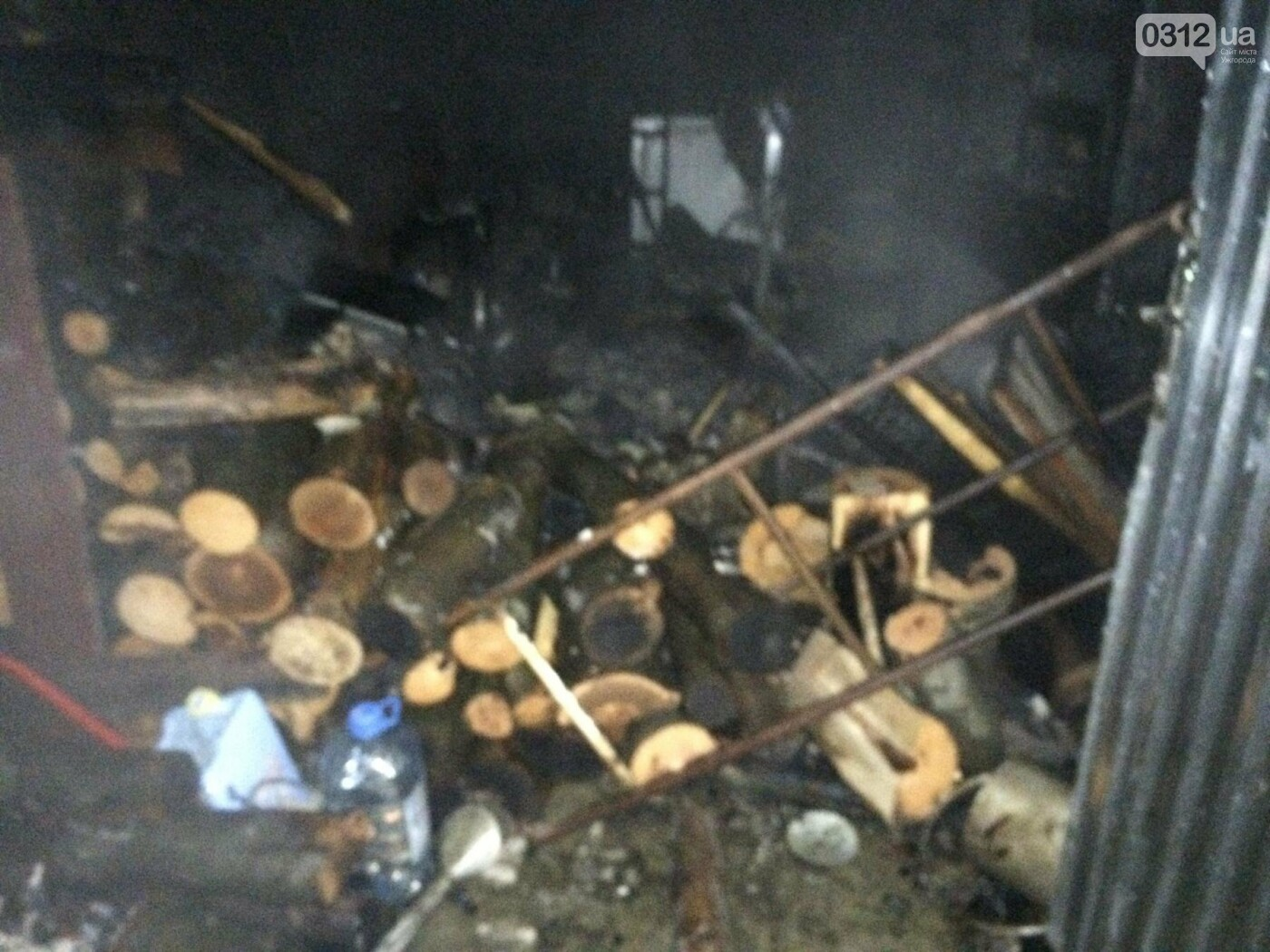 Пожежу на Свалявщині гасили 10 рятувальників на 3-х машинах: фото, фото-2