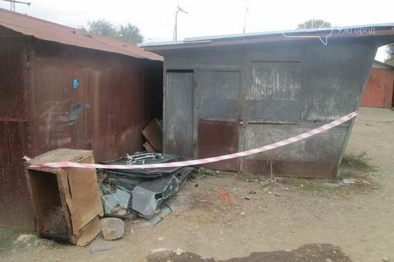 В Ужгороді позаду гаражів на Українській чоловік знайшов боєприпас для гранатомету: фото, фото-2