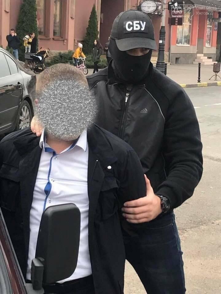 Заступника начальника поліції Тячева затримали на хабарі у 500 доларів: фото, фото-4