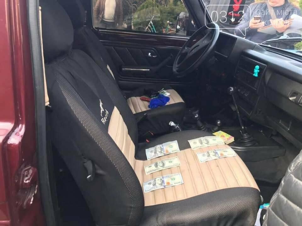 Заступника начальника поліції Тячева затримали на хабарі у 500 доларів: фото, фото-3