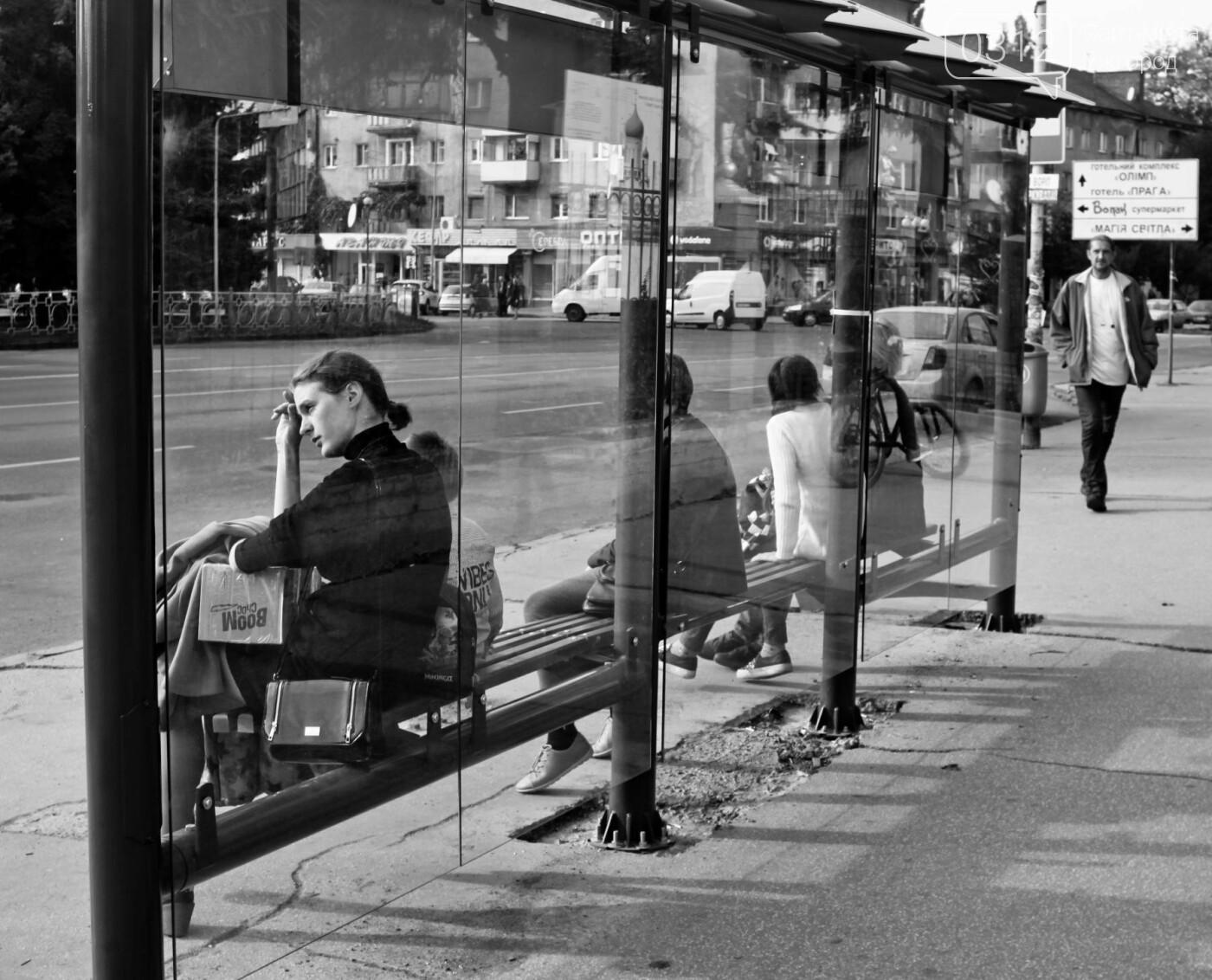 Антивандальне скло та відеоспостереження: чим дивуватимуть нові зупинки в Ужгороді? (ФОТОРЕПОРТАЖ), фото-6