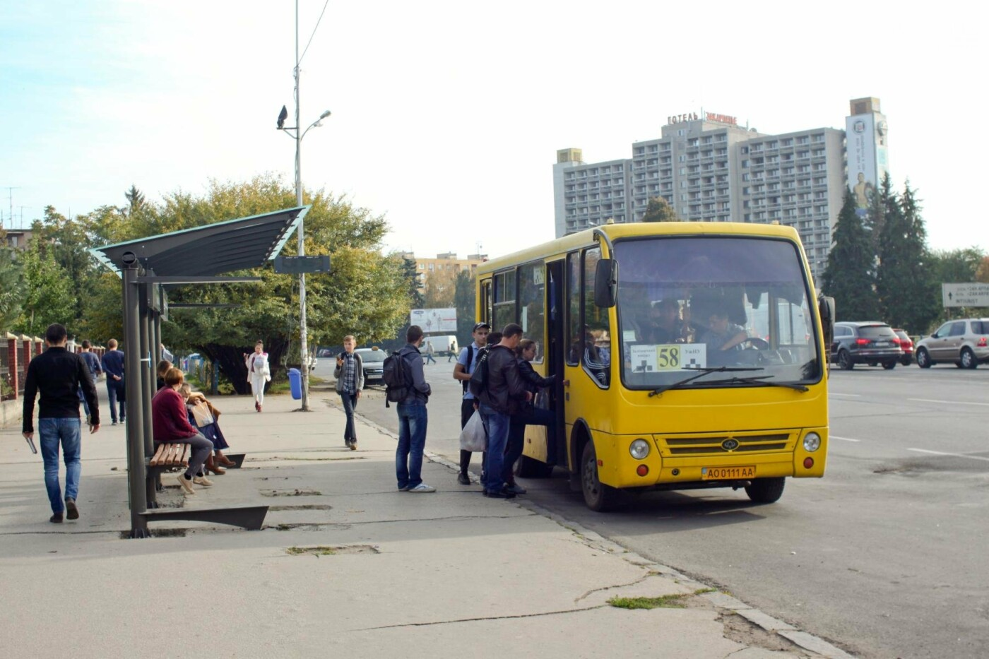 Антивандальне скло та відеоспостереження: чим дивуватимуть нові зупинки в Ужгороді? (ФОТОРЕПОРТАЖ), фото-12