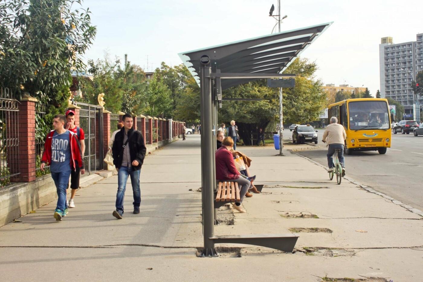 Антивандальне скло та відеоспостереження: чим дивуватимуть нові зупинки в Ужгороді? (ФОТОРЕПОРТАЖ), фото-9