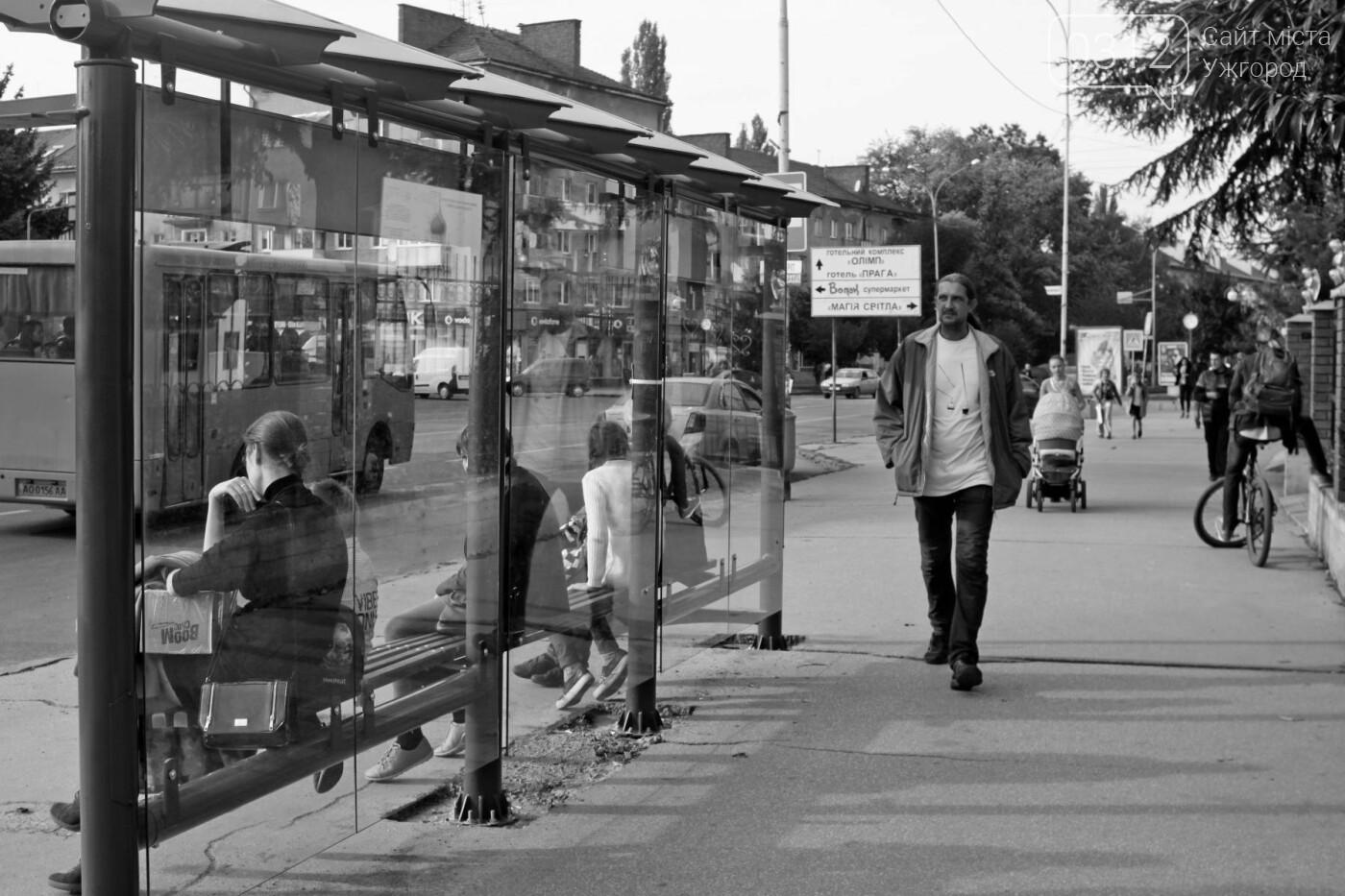 Антивандальне скло та відеоспостереження: чим дивуватимуть нові зупинки в Ужгороді? (ФОТОРЕПОРТАЖ), фото-13