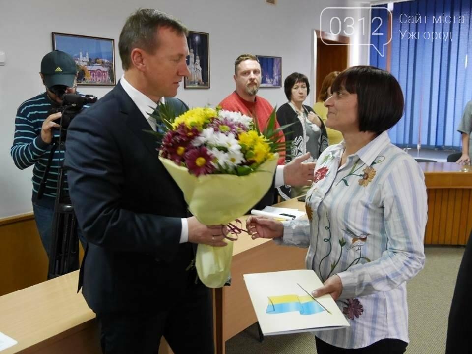 Матері ужгородського Героя Олександра Капуша передали відзнаку Президента: фото, фото-2