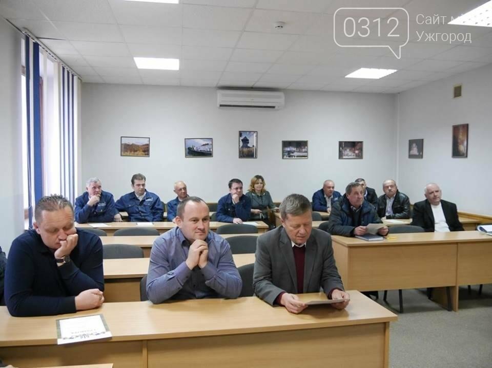 """Ужгородська мерія привітала """"маршрутчиків"""" з Днем автомобіліста: фото, фото-1"""