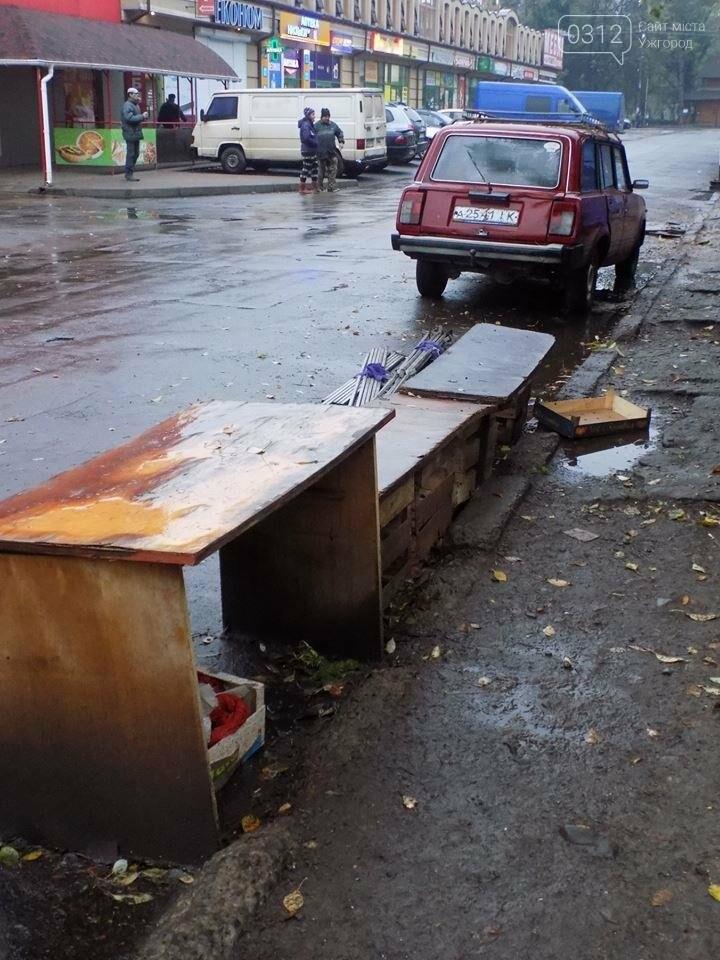 """В Ужгороді на """"Білочці"""" комунальники мерії провели рейд серед """"стихійних"""" продавців: фото, фото-5"""