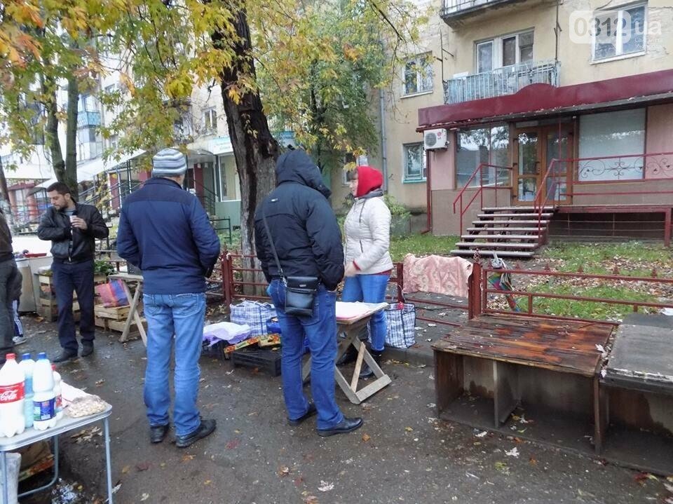 """В Ужгороді на """"Білочці"""" комунальники мерії провели рейд серед """"стихійних"""" продавців: фото, фото-3"""