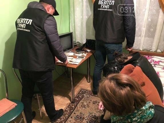 На Іршавщині поліція затримала 19-річну сутенерку (ФОТО, ВІДЕО), фото-2