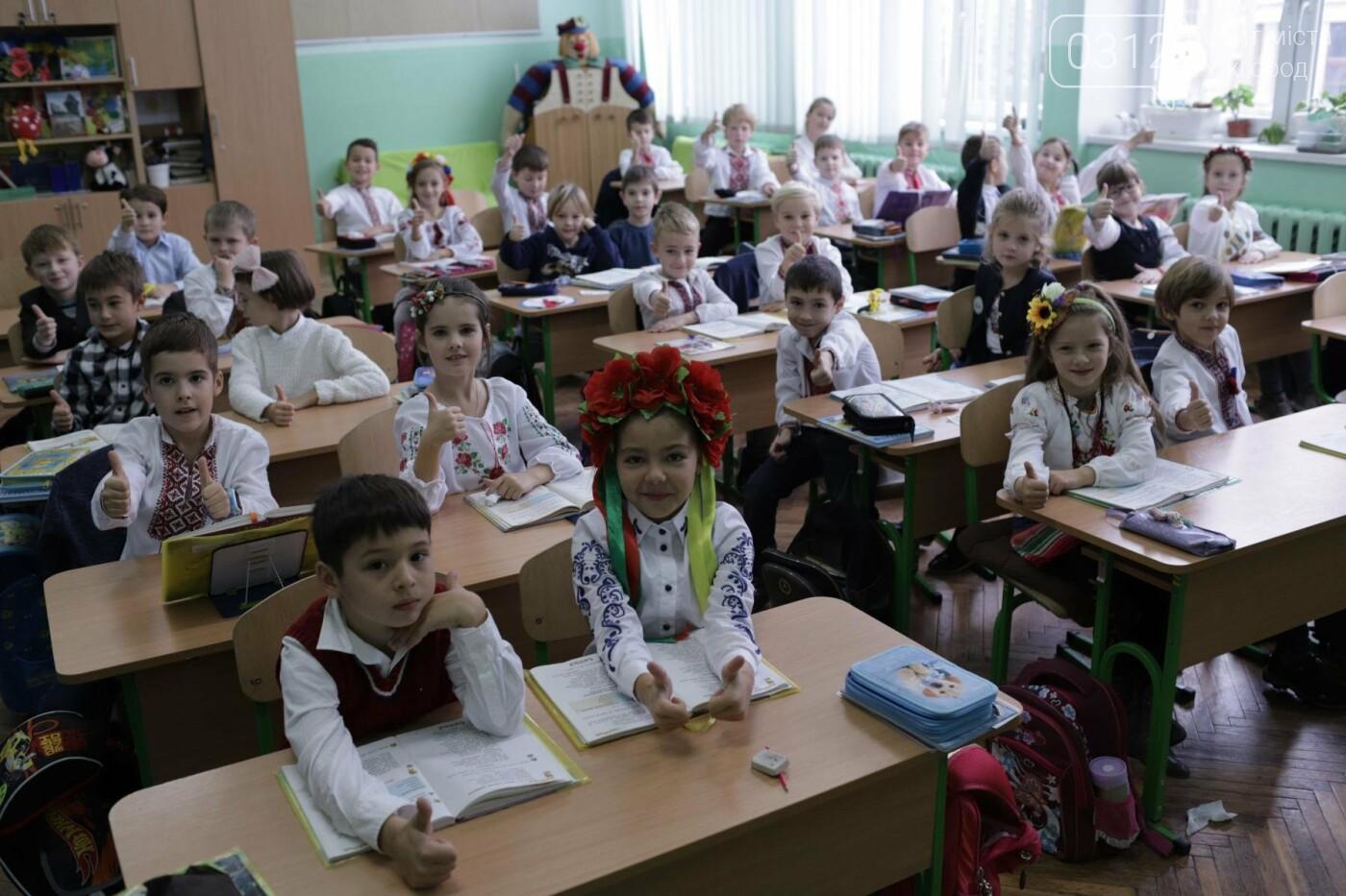 Як в Ужгороді святкували День української мови та писемності в школах №3 та №10: ФОТОРЕПОРТАЖ, ВІДЕО, фото-4
