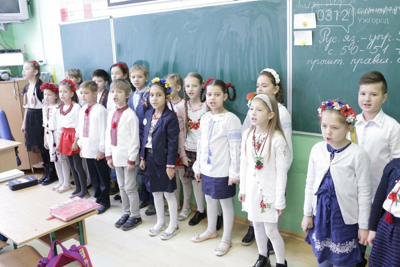Як в Ужгороді святкували День української мови та писемності в школах №3 та №10: ФОТОРЕПОРТАЖ, ВІДЕО, фото-5
