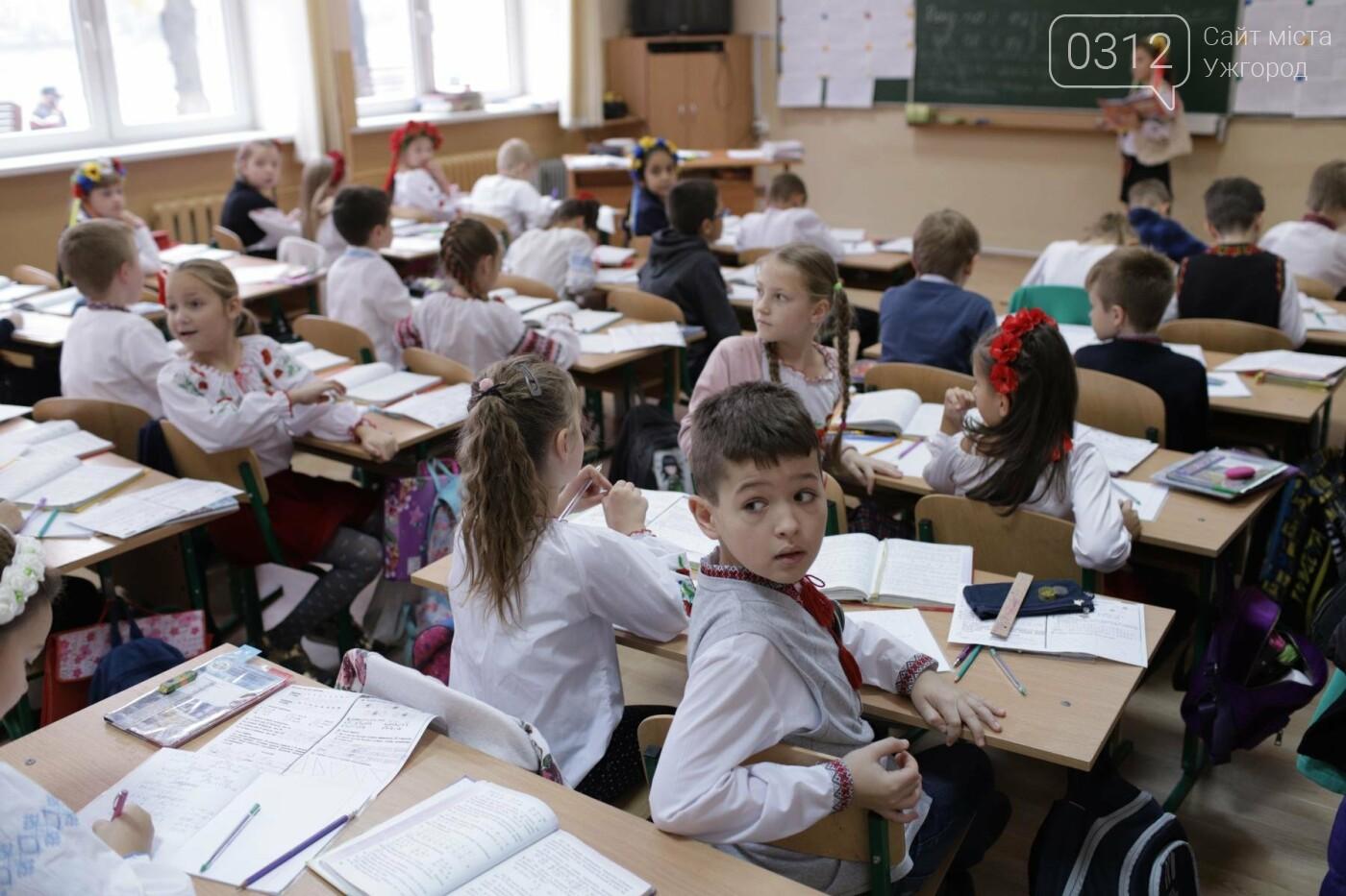 Як в Ужгороді святкували День української мови та писемності в школах №3 та №10: ФОТОРЕПОРТАЖ, ВІДЕО, фото-20