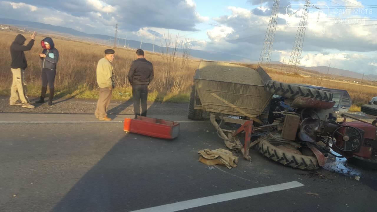 "На трасі Ужгород-Мукачево ""Фольксваген"" протаранив трактор (ФОТО, ВІДЕО 18+), фото-2"