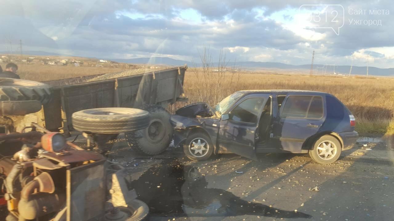 "На трасі Ужгород-Мукачево ""Фольксваген"" протаранив трактор (ФОТО, ВІДЕО 18+), фото-6"