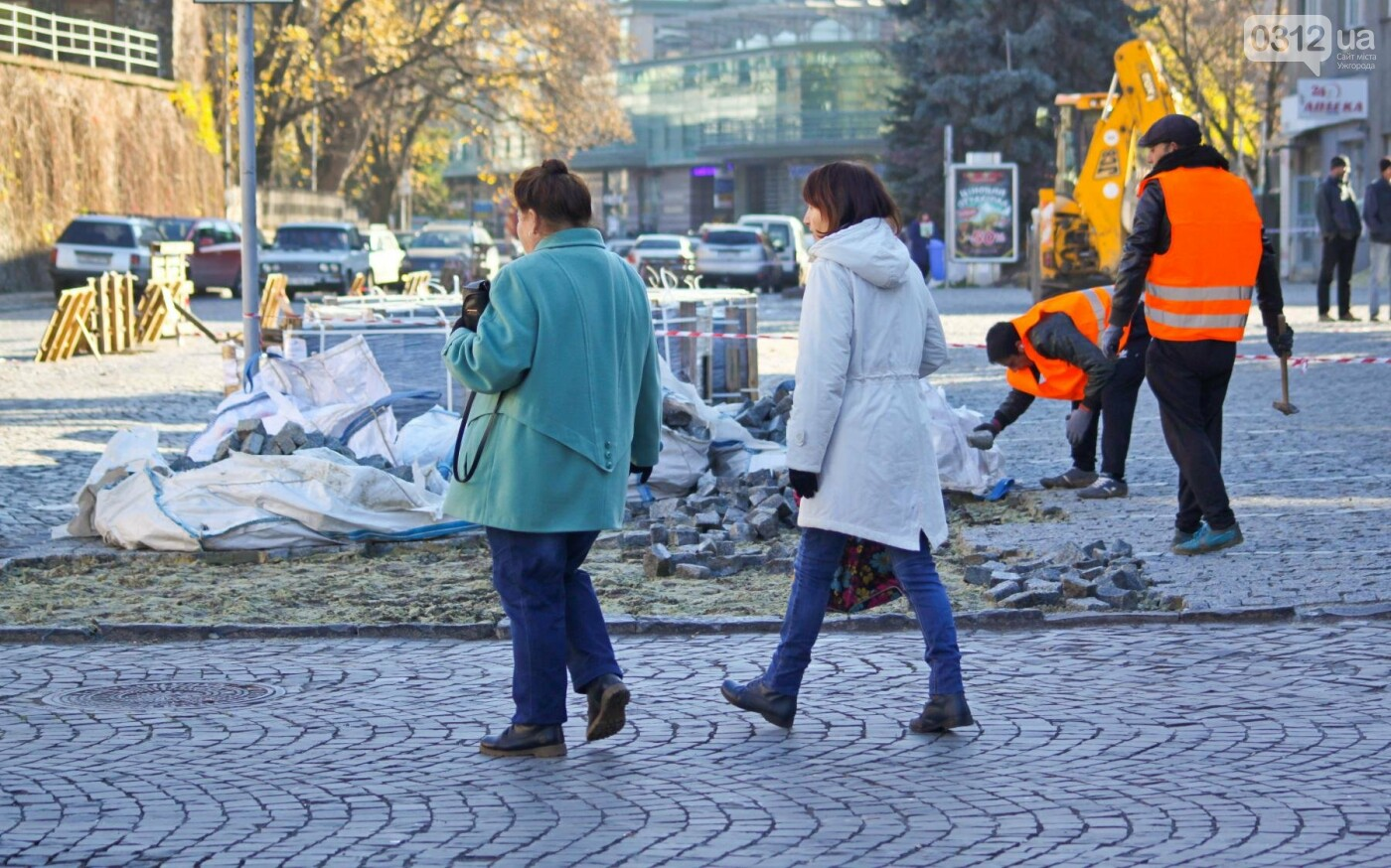 """Як в Ужгороді на Поштовій знімають """"халтурну"""" бруківку (ФОТОРЕПОРТАЖ), фото-3"""