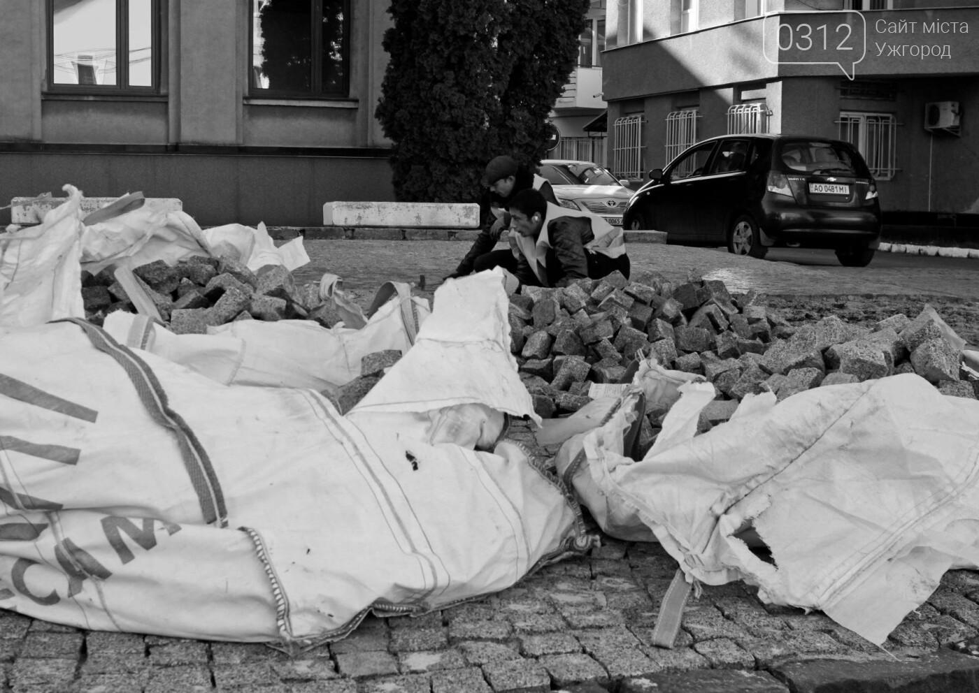 """Як в Ужгороді на Поштовій знімають """"халтурну"""" бруківку (ФОТОРЕПОРТАЖ), фото-14"""