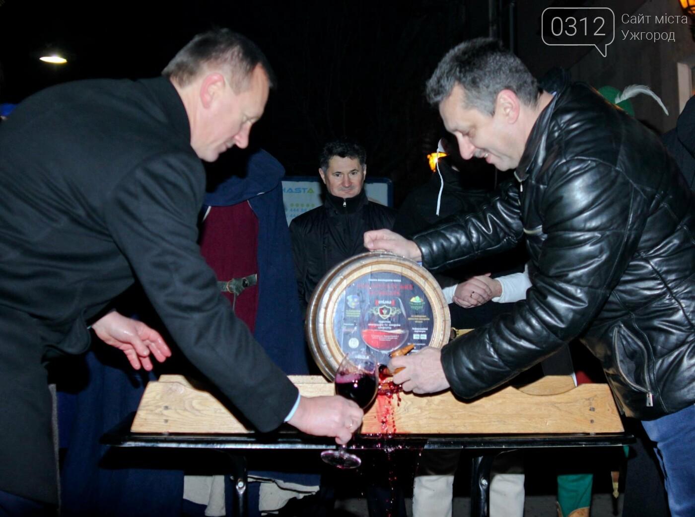 """""""Закарпатське божоле"""": як на Корзо мер відкривав першу бочку молодого вина (ФОТОРЕПОРТАЖ), фото-1"""
