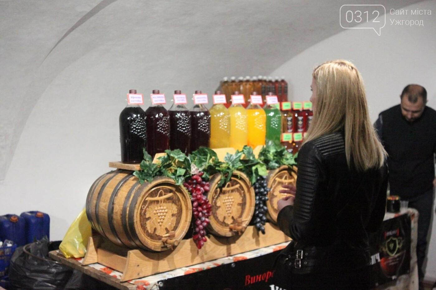 Ужгород п'є молоде вино: фоторепортаж, фото-25