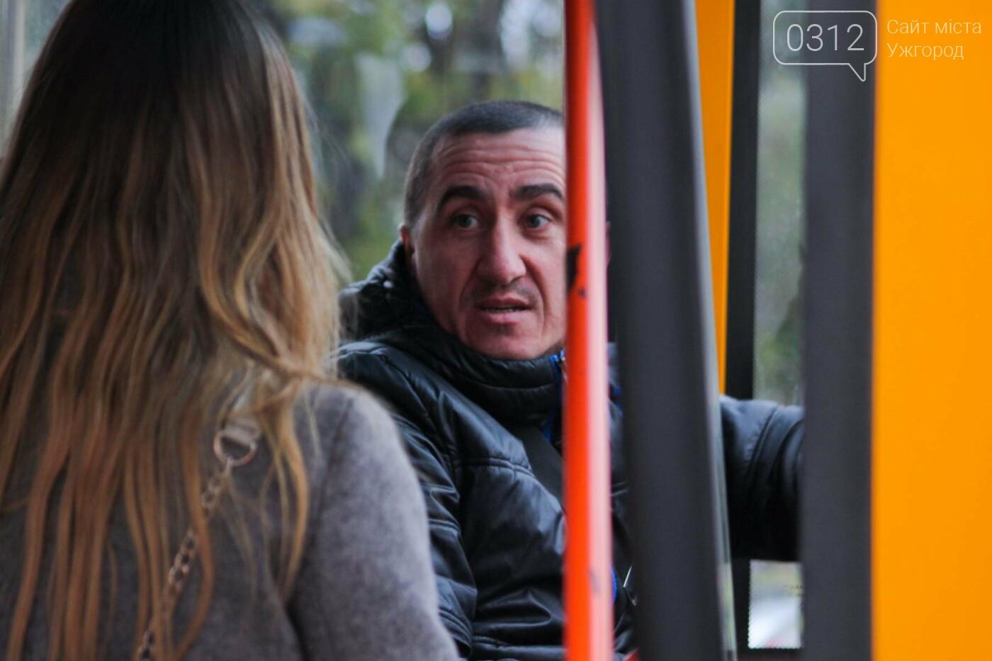 Водії ужгородських «маршруток» розповіли, чому не впускають школярів без учнівського квитка: фоторепортаж , фото-2