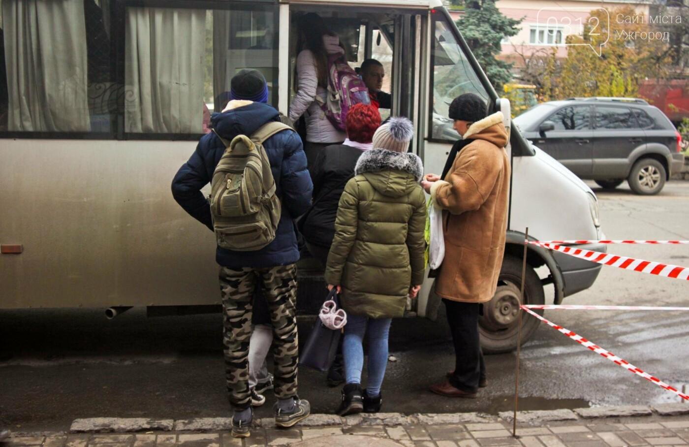 Водії ужгородських «маршруток» розповіли, чому не впускають школярів без учнівського квитка: фоторепортаж , фото-10